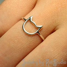 Cat Ring - handmade - Recycled Sterling Silver 925 - Bague silhouette tête de chat Sterling silver cat ring - Jewelry by Katstudio Cat Jewelry, Jewelry Rings, Jewelry Accessories, Fine Jewelry, Jewelry Design, Jewelry Making, Crystal Jewelry, Jewelry Art, Dainty Jewelry