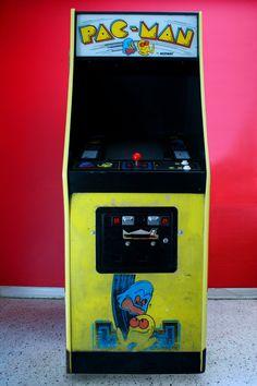 To buy or not to buy? Original 1980s Pacman machine #gaming #geek