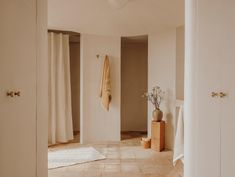Zara Home Collection, Spring Collection, Bathroom Inspiration, Home Decor Inspiration, Zara Home Bathroom, Bathrooms, White Sheets, Cool Chairs, Inspired Homes