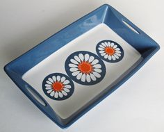 Figgjo Flint, Turi Design, Daisy Serving Dish, Norway, designed by Turi Gramstad Oliver Daisy Pattern, Ceramic Design, Close Up Photos, Large White, Serving Dishes, Blue Backgrounds, Finland, Tabletop, Etsy Store