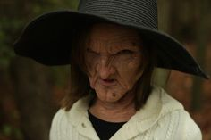 Cool Father Creates Impressive Witch Makeup For His 11-Year-Old Daughter [Video]