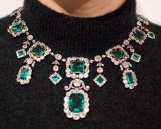 Emerald Necklace, Emerald Jewelry, Diamond Jewelry, Bridal Outfits, Emerald Diamond, Necklace Lengths, Swarovski Crystals, Jewelry Watches, Jewelry Accessories