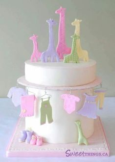 bolo para cha de bebe girafas e roupinhas