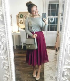 Gorgeous feminine pleated midi skirt outfits ideas for winter 18 - VIs-Wed Jw Fashion, Muslim Fashion, Latest Fashion For Women, Modest Fashion, Arab Fashion, Sporty Fashion, Fashion Women, Winter Fashion, Apostolic Fashion