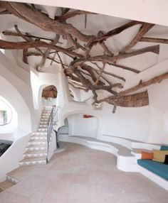 Unusual interior of an exclusive Italian villa, designed by renowned architect and artist Jaques Savin Couelle (via Villa I Due Mari)