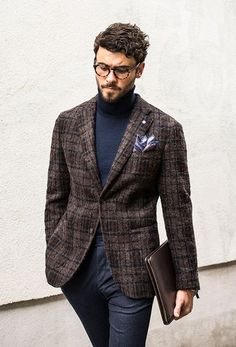 Sophisticated Autumn Winter fashion for men, checked blazer, pocket square and a turtle neck, this look has everything. Street Style Inspiration, Mode Inspiration, Mode Masculine, Mens Fashion Suits, Mens Suits, Suit Men, Mode Bcbg, Moda Men, Estilo Fashion