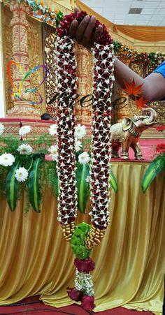 Flower Garland Wedding, Wedding Flower Decorations, Stage Decorations, Floral Garland, Flower Garlands, Wedding Flowers, Wedding Arrangements, Floral Arrangements, Bridal Hairstyle Indian Wedding