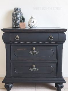 Learn how to give furniture a worn and rustic look without using sandpaper! Easy and quick method to distressing furniture that works every time! Click for tutorial!