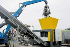 This heavy duty shredder is particularly suited for difficult recycling applications with high throughput performance such as electronic scrap, tyres, cables, Electronic Scrap, Used Construction Equipment, Industrial, Engin, Heavy Machinery, Toys For Boys, Spanish Armada, Technology, Caterpillar