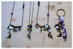 """Nouveau tuto pour le blog de Breloque & Pendentif : un collier féerique. Cela a donné lieu à une nouvelle collection """"Fly me to the moon"""", dont je vous présente les colliers, sautoir et porte-clé."""