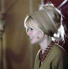 Bridget Bardot, Brigitte Bardot Style, Brigitte Bardot Hairstyle, Pelo Vintage, Look Retro, French Actress, Looks Vintage, Vintage Style, Vintage Hairstyles