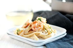 An easy recipe for shrimp alfredo with white wine and a creamy parmesan sauce!