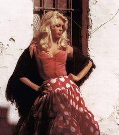 Bridget Bardot, Brigitte Bardot, 1960s Fashion, Love Fashion, Fashion Models, Red Polka Dot Skirt, Big Blonde Hair, Look Dark, Wattpad