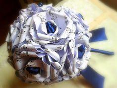 Le creazioni di Carmen: Bouquet in carta musicale blu notte