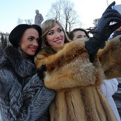 Image may contain: 3 people, people standing and outdoor Fur Fashion, Womens Fashion, Cosy Outfit, Fabulous Fox, Fox Fur Coat, Fur Coats, Fur Blanket, Vintage Fur, Leather Gloves