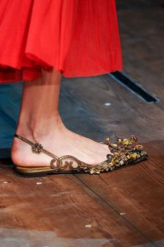 Dolce & Gabbana auf der Milan Fashion Week im Herbst 2014 Sock Shoes, Shoe Boots, Shoes Sandals, Heels, Flat Shoes, Pretty Shoes, Beautiful Shoes, Mocassins, Everyday Shoes