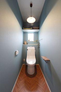 奥様こだわりの2階トイレ。色使いが優しい印象を与えます。 Small Toilet, New Toilet, Bathroom Design Small, Bathroom Interior Design, Toilet Room, Downstairs Toilet, Toilet Design, Love Home, Washroom