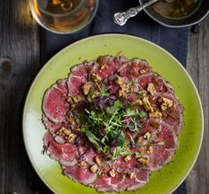 Wildsvleis-carpaccio met 'n brandewyn-viniagrette, bedien met Upland Pure Organic. South African Recipes, Ethnic Recipes, I Want Food, Vinaigrette, Food Inspiration, Holiday Recipes, Potato Salad, Cabbage, Dessert Recipes