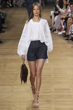 Catwalk photos and all the looks from Chloe Spring/Summer 2015 Ready-To-Wear Paris Fashion Week Fashion Mode, Look Fashion, Runway Fashion, Fashion Show, Womens Fashion, Fashion Design, Fashion Trends, Paris Fashion, Fashion Fall