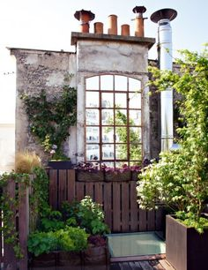 Beautiful terrace at Montmartre / Paris Back Gardens, Small Gardens, Outdoor Gardens, Roof Gardens, Indoor Outdoor Living, Outdoor Rooms, Porches, Porch And Terrace, Interior Balcony