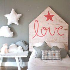 Douceur et amour dans cette chambre d'enfant.
