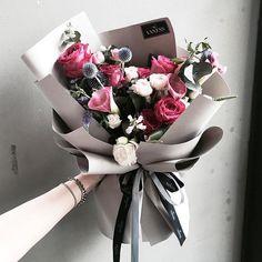 {p i n t e r e s t} gwenschro How To Wrap Flowers, My Flower, Dried Flowers, Beautiful Flowers, Bouquet Wrap, Hand Bouquet, Flower Packaging, Flower Aesthetic, Flower Boxes