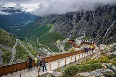 W Norwegii mieszka kilkadziesiąt tysięcy Polaków. Wielu chętnie wybiera się tam na weekend, korzystając z tanich lotów. Jeśli zdecydujecie się spędzić kilka dni właśnie tam, koniecznie powinniście pokonać jedną z tych tras.