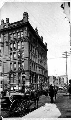 Robert Street from corner of Fourth Street, German-American Bank Building, 1886 Banks Building, Old Building, Architecture Old, Twin Cities, Historical Photos, Minneapolis, Minnesota, German, Louvre