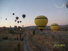 Urandir - centenas de balões de ar cruzando os céus da Capadócia na Turquia Turkey Travel, Ufo, Photo Galleries, Air Balloon, Olive Tree, Arquitetura, Brazil