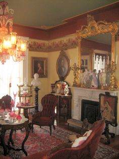 Ever dream of living in a beautiful homw like this full of antique treasures. 573 242 9688 My living room was done like this after seeing this picture Victorian Rooms, Victorian Home Decor, Victorian Parlor, Victorian Interiors, Victorian Furniture, Victorian Fashion, Victorian Houses, My Living Room, Interiores Design