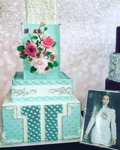 Balmain Kim kardashian cake by Castaño torta