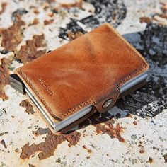 505575464a3 Twinwallet Vintage Cognac, the perfect autumn colour • #Secrid