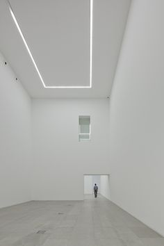 All white space (Exhibition space inside the International Centre for the Arts Jose de Guimarães by Pitagoras Arquitectos. Interior Lighting, Lighting Design, Gallery Lighting, Art Stand, Interior Architecture, Interior Design, Exhibition Space, White Space, Art Gallery