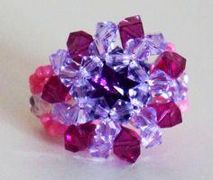 Magnifique bague rose et violette réalisée en rocailles et perles de cristal : Bague par lesbijouxdunibou