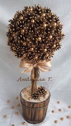 Одноклассники: basteln dekoration 20 idee con tutorial su come fare degli alberelli natalizi da regalare! How To Make Christmas Tree, Noel Christmas, Rustic Christmas, Winter Christmas, Christmas Wreaths, Christmas Ornaments, Christmas Topiary, Pine Cone Christmas Tree, Ornaments Ideas