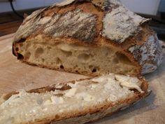 Ich weiß nicht mehr, was mich vor einer Woche geritten hat, wie ich darauf kam, ein Brot zu backen. Und zwar nach der No-Knead-Methode, die