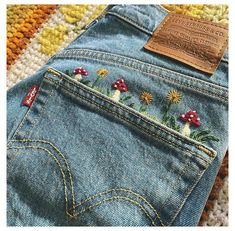 Embroidery On Clothes, Embroidered Clothes, Jeans With Embroidery, Embroidery Patterns, Jean Embroidery, Tambour Embroidery, Embroidered Denim Jacket, Hand Embroidery Designs, Indie Outfits