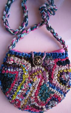Locker hook bag (a wonderful site with rugs of every description and method) Locker Hooking, Rug Hooking, Crochet Hooks, Knit Crochet, Sari Silk, Fabric Strips, Ravelry, Lockers, Knitting