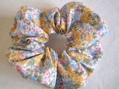 Apparent seamless scrunchie … the tutorial! – Trotte Menu Source by bbordjiba Sewing Accessories, Hair Accessories, Sewing Crafts, Sewing Projects, Christmas Crafts For Adults, Fru Fru, Couture Sewing, Diy Couture, Creation Couture