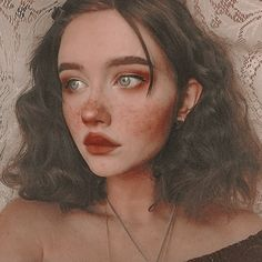 Cute makeup look. Rosy blush cheeks with faux freckles. Short and curly brown hair. Aesthetic look. Portrait Inspiration, Makeup Inspiration, Character Inspiration, Makeup Inspo, Portrait Ideas, Fashion Inspiration, Girl Inspiration, Makeup Ideas, Aesthetic Makeup