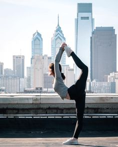 When its 75 degrees in February its best to spend as much time outdoors as possible  //  by @stef.c.photo via @brycearsenault #philly #phillyyoga #yoga #phillyskyline #philadelphia #outdooryoga