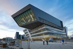 Library and Learning Centre University of Economics Vienna,©  Iwan Baan. Designed by Zaha Hadid.