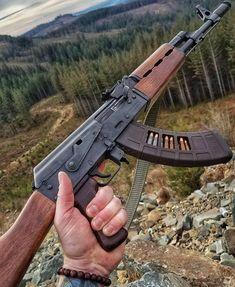 + AK magloader в Instagra Military Weapons, Weapons Guns, Guns And Ammo, Armas Wallpaper, Kalashnikov Rifle, Ak 47, Military Drawings, Hunting Rifles, Cool Guns