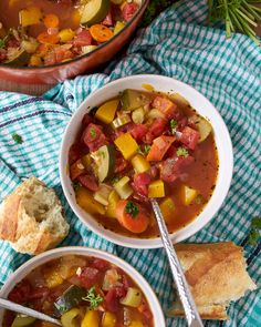 This vegetable soup is A-M-A-Z-I-N-G! Incredibly flavourful, full of different textures from celery to but … Herbst Ernte Gemüsesuppe Vegetable Soup Healthy, Vegetable Soup Recipes, Veggie Soup, Vegetable Soup Seasoning, Garden Vegetable Soup, Tomato Vegetable, Fall Vegetables, Healthy Vegetables, Veggies