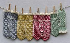 Ideas for crochet mittens gloves hand warmers Crochet Mittens, Mittens Pattern, Crochet Gloves, Knitted Hats, Ravelry Crochet, Loom Knitting Patterns, Lace Knitting, Knitting Stitches, Knitting Projects