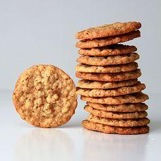 Crispy crunchy oatmeal cookies Recipe on - Comida y recetas Crunchy Cookies Recipe, Best Oatmeal Cookies, Oatmeal Chocolate Chip Cookie Recipe, Healthy Oatmeal Cookies, Crispy Cookies, Oatmeal Cookie Recipes, Lemon Cookies, Quaker Oatmeal Cookie Recipe, Tasty Cookies