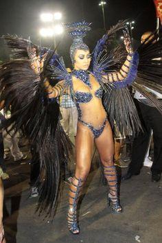 EGO - Sabrina Sato exibe o corpão em microfantasia para desfile da Vila - notícias de Carnaval 2013