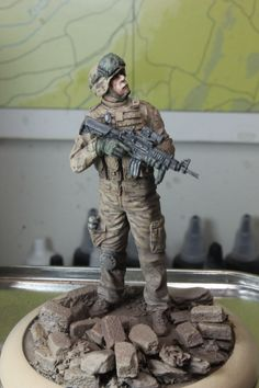 Black Dog Miniatures US soldier on patrol in Iraq. Finally finished this fella last night, the camo is barely visible beneath all of the pastel chalk and pigment effects.