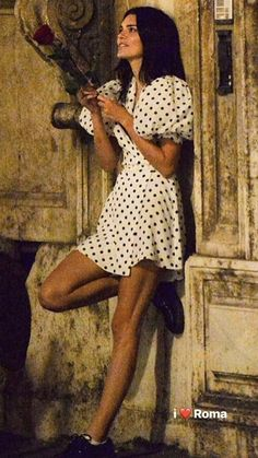 Kendall Jenner PIC EXCL: Star poses with a rose during dinner in Rome - saipute. Kendall Jenner Tumblr, Kendall Jenner Outfits, Kendall And Kylie, Kendall Jenner Legs, Kylie Jenner, Estilo Jenner, Look Festival, Polka Dot Mini Dresses, Dot Dress