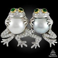Vintage Diamond Emerald Frog Brooch